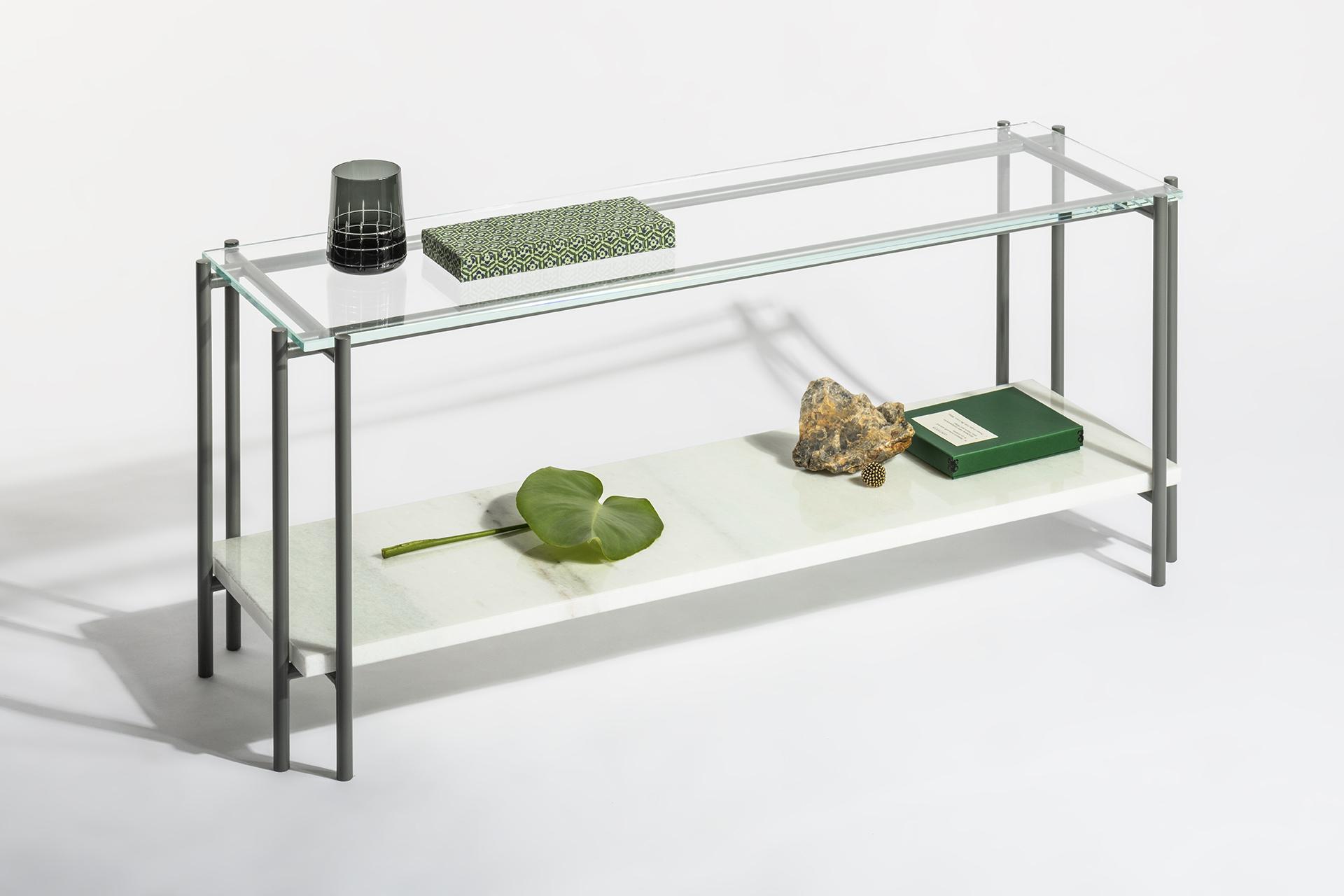 Neige, tavolo da caffè in marmo e vetro con struttura metallica.